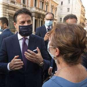 Premiê da Itália se irrita ao ouvir que Covid 'não existe'
