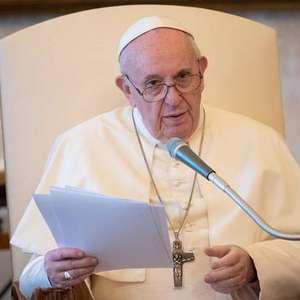 Papa diz que não se deve ouvir apenas gigantes farmacêuticas
