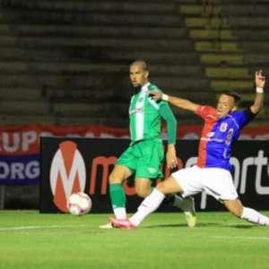 Paraná mostra força na Vila Capanema e briga pelo topo na Série B