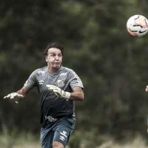 Cuca se aventura no gol no último treino do Santos antes ...