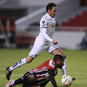 São Paulo joga mal, leva 4 gols da LDU e perde na altitude