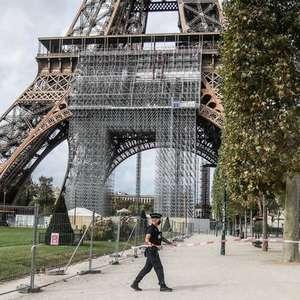 Torre Eiffel é reaberta após suspeita de bomba