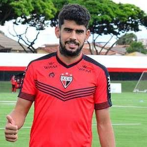 Atacante Zé Roberto deixa a Ponte Preta e volta para o Atlético-GO