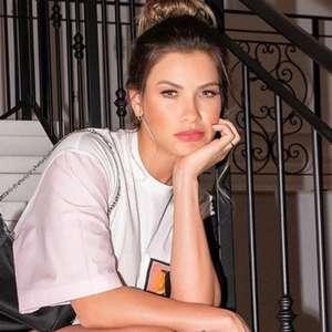 Andressa Suita exibe look de grife em foto 'jogada' na ...