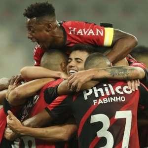 Athletico vence bem Colo-Colo e se isola na ponta do Grupo C