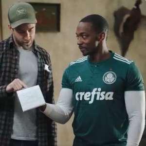 Ator de 'Os Vingadores' aparece em set de filmagem com camisa do Palmeiras