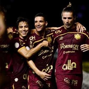 Com gol de pênalti, Sport bate o Corinthians no Recife