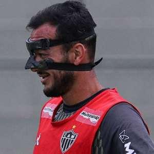 Réver treina 'mascarado' e tem chances de jogar contra o ...