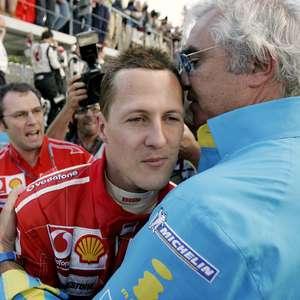 Schumacher só se comunica com olhos, diz ex de Briatore