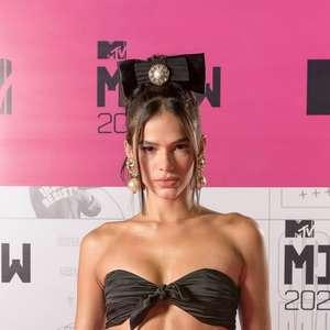 Bruna Marquezine 'vira' Britney Spears em prêmio e agita web