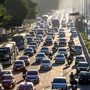 Pandemia reduz em até 50% emissões de ônibus em São Paulo