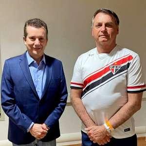 Bolsonaro posa para foto com Russomanno em São Paulo