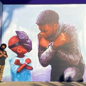 Chadwick Boseman ganha mural na Disneylândia