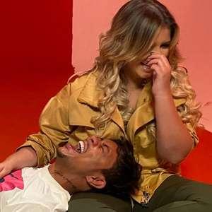 Marília Mendonça e cantor Xamã posam em bastidor de ...