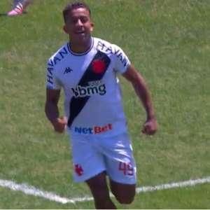 Vinícius comemora primeiro gol como profissional, mas ...