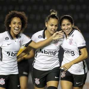 Corinthians goleia o Vitória e segue na liderança do ...