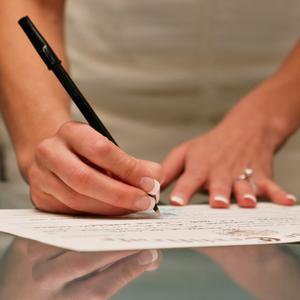 Por que mulheres ainda mudam de sobrenome ao casar?