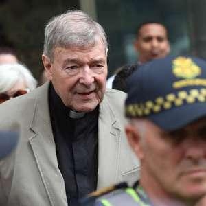 Após 3 anos, cardeal George Pell retorna ao Vaticano