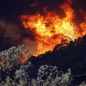 Incêndios florestais na Califórnia causam evacuação de ...
