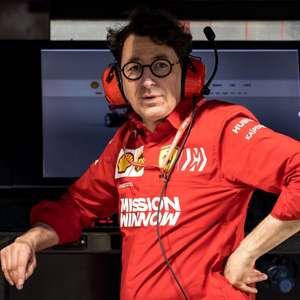 Chefão da Ferrari enguiça carro na rua e ouve provocações