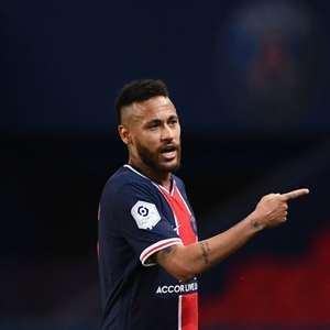 Neymar tem contratura na panturrilha e pode desfalcar Brasil