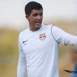 Técnico do Bragantino pede 'revisão' de partidas às 11h