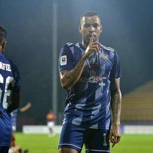 Após marcar dois gols na Super Liga da Malásia, atacante ...