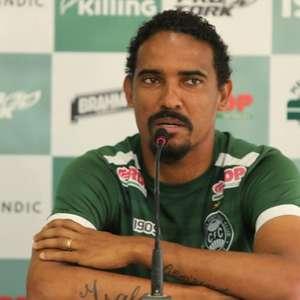 Na rede social, Rafael Lima oficializa sua saída do Coritiba