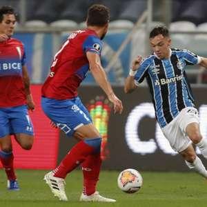 Grêmio vence a Católica e fica perto das oitavas de final