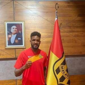 Clube turco anuncia a contratação do zagueiro brasileiro ...