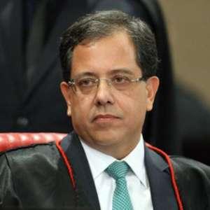 Bolsonaro reconduz Sérgio Banhos ao cargo de ministro do TSE