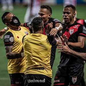 Atlético-GO bate o RB Bragantino no fim e se afasta do Z4