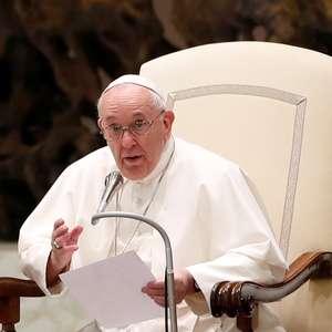 Papa inova ao falar de união gay, mas não muda sacramentos