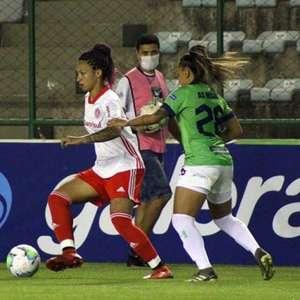 Atacante do Inter se torna maior goleadora no Brasileiro Feminino