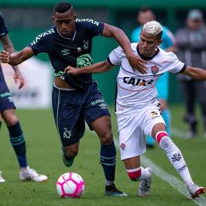 Perto da liderança na Série B, Chapecoense joga em casa diante do Vitória