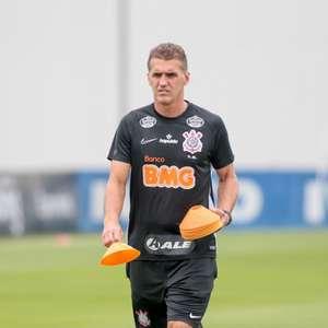 Zaga do Corinthians sofre novo desfalque e clube deve ir ao mercado