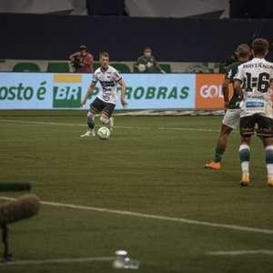 Jovem zagueiro do Coritiba deve ganhar continuidade frente ao Santos