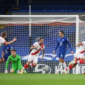 Southampton marca nos acréscimos e empata com o Chelsea
