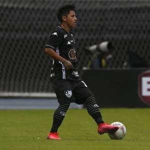 Botafogo poderia ficar impedido de contratar por dívida com ex-clube de Alexander Lecaros
