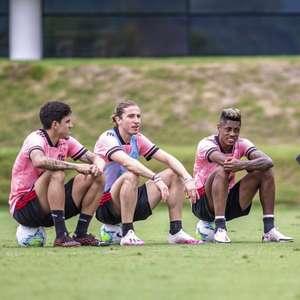 Invicto em meio 'à loucura' e atrás da liderança, Flamengo busca melhorar pontaria para vencer o Corinthians