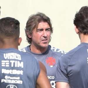 Ricardo Sá Pinto comanda primeiro treinamento no Vasco de olho no duelo com o Corinthians