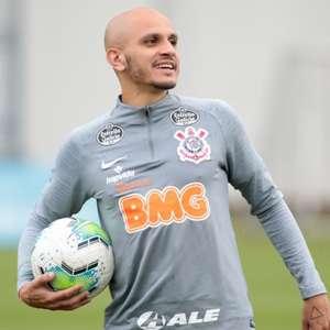 Com Fábio Santos e novo preparador físico, Corinthians ...