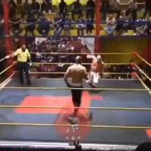 Lutador morre após sofrer infarto em ringue; veja o vídeo