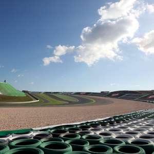 Pirelli opta por trio de pneus mais duros para retorno ...