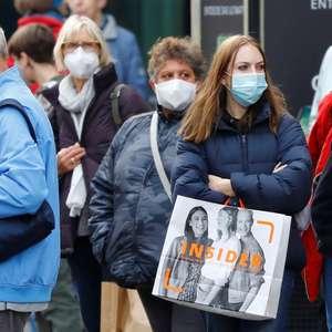 Berlim torna obrigatório uso de máscaras, mas evita novo ...