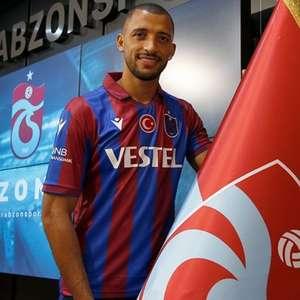 Vitor Hugo é apresentado no Trabzonspor: 'Muito feliz aqui'