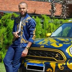 Daniel Alves anuncia venda de carro de luxo em site por causa nobre