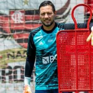 Flamengo finaliza preparação para a Libertadores; Arrascaeta e Diego Alves vivem expectativas distintas