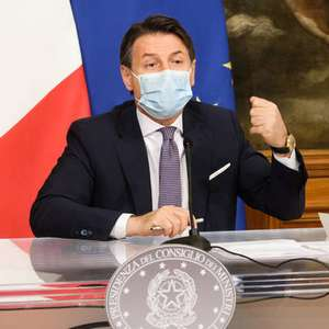 Premiê da Itália contraria conselho e prevê vacina para ...