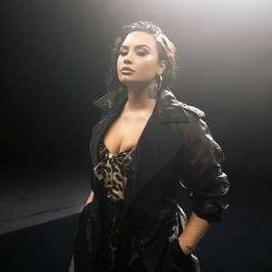 Demi Lovato publica vídeo de OVNI e pede para fãs ...